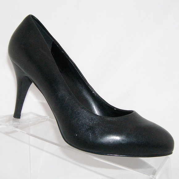 a37356895ac ALDO black almond toe leather pump stacked heel 9